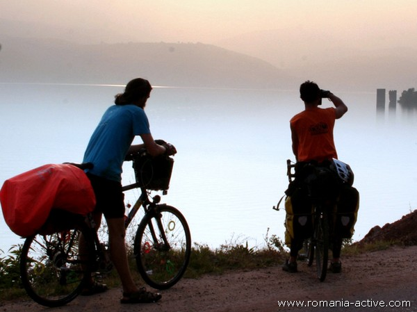 Bike Danube cyclists portrait 600